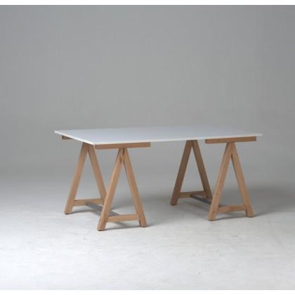 TABLE TRETEAU